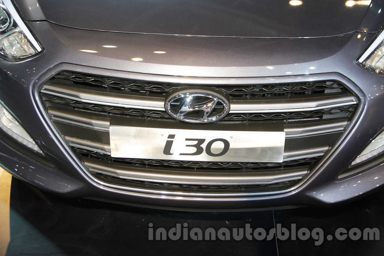 Hyundai i30 grille at 2016 Auto Expo