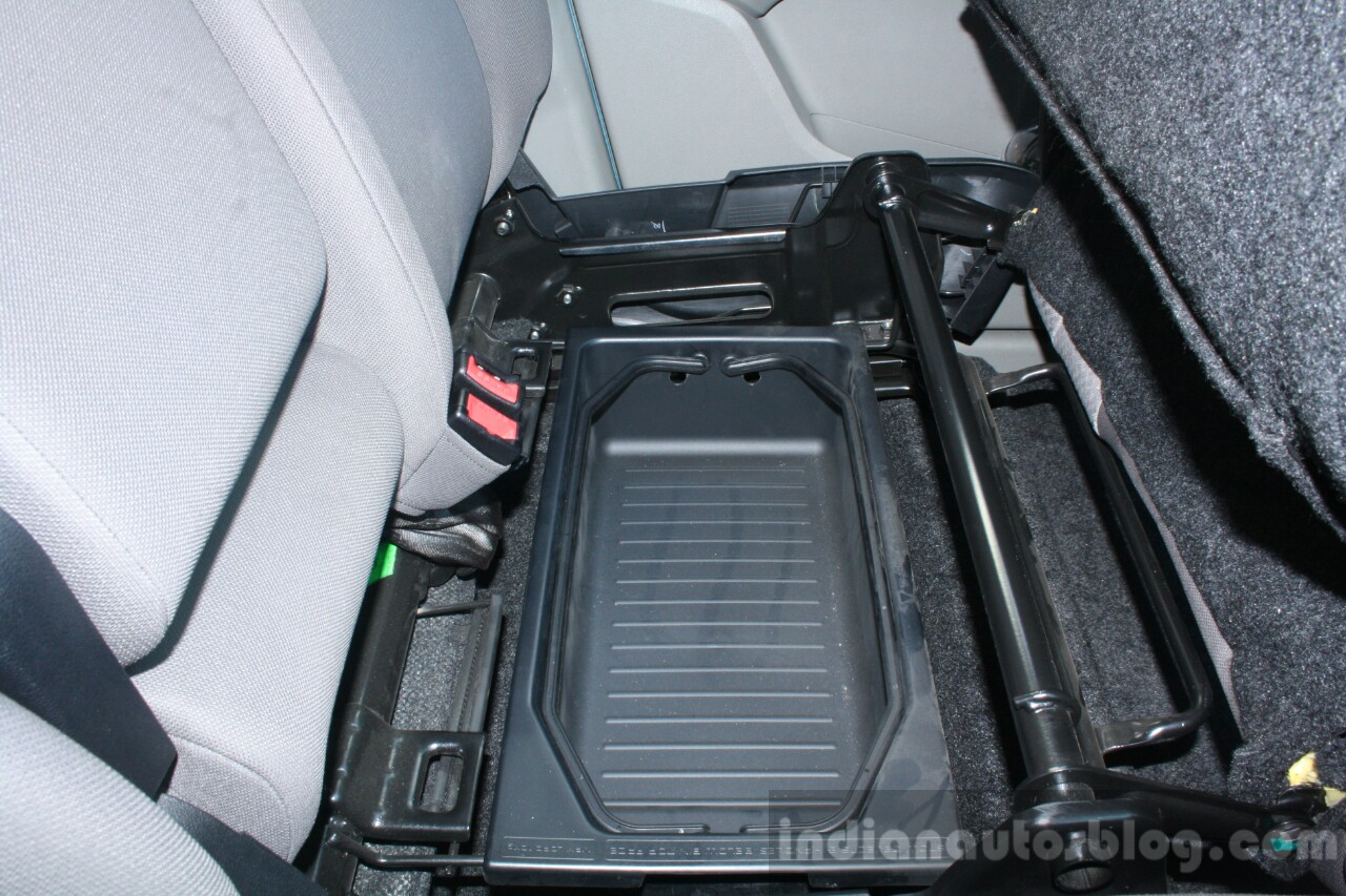 Mahindra KUV100 1.2 Diesel (D75) storage space Full Drive Review