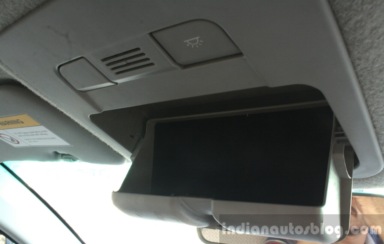 Mahindra KUV100 1.2 Diesel (D75) sunglass holder Full Drive Review