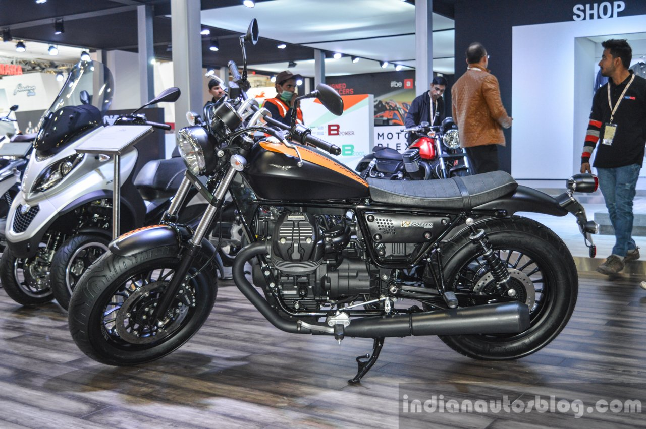 moto guzzi v9 bobber moto guzzi v9 roamer auto expo 2016. Black Bedroom Furniture Sets. Home Design Ideas