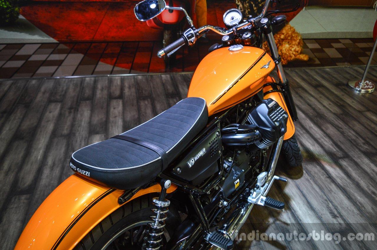 moto guzzi v9 roamer seat at auto expo 2016. Black Bedroom Furniture Sets. Home Design Ideas