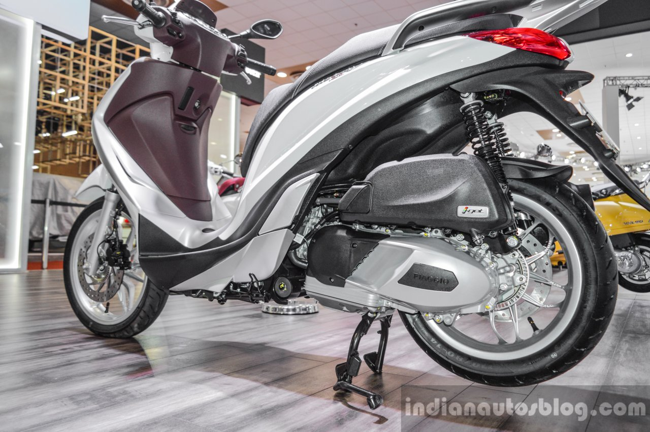 Piaggio Medley 125 ABS engine at Auto Expo 2016