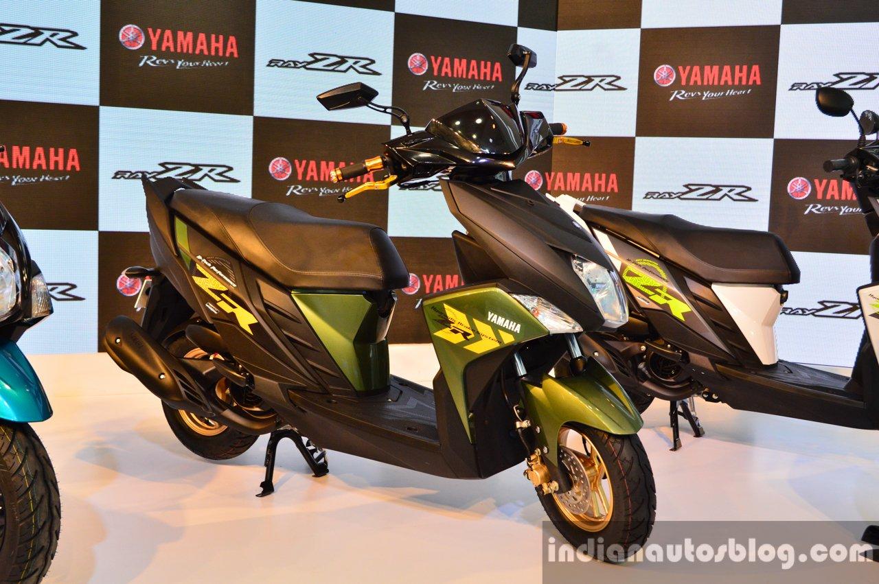 Yamaha Cygnus Ray ZR front three quarter