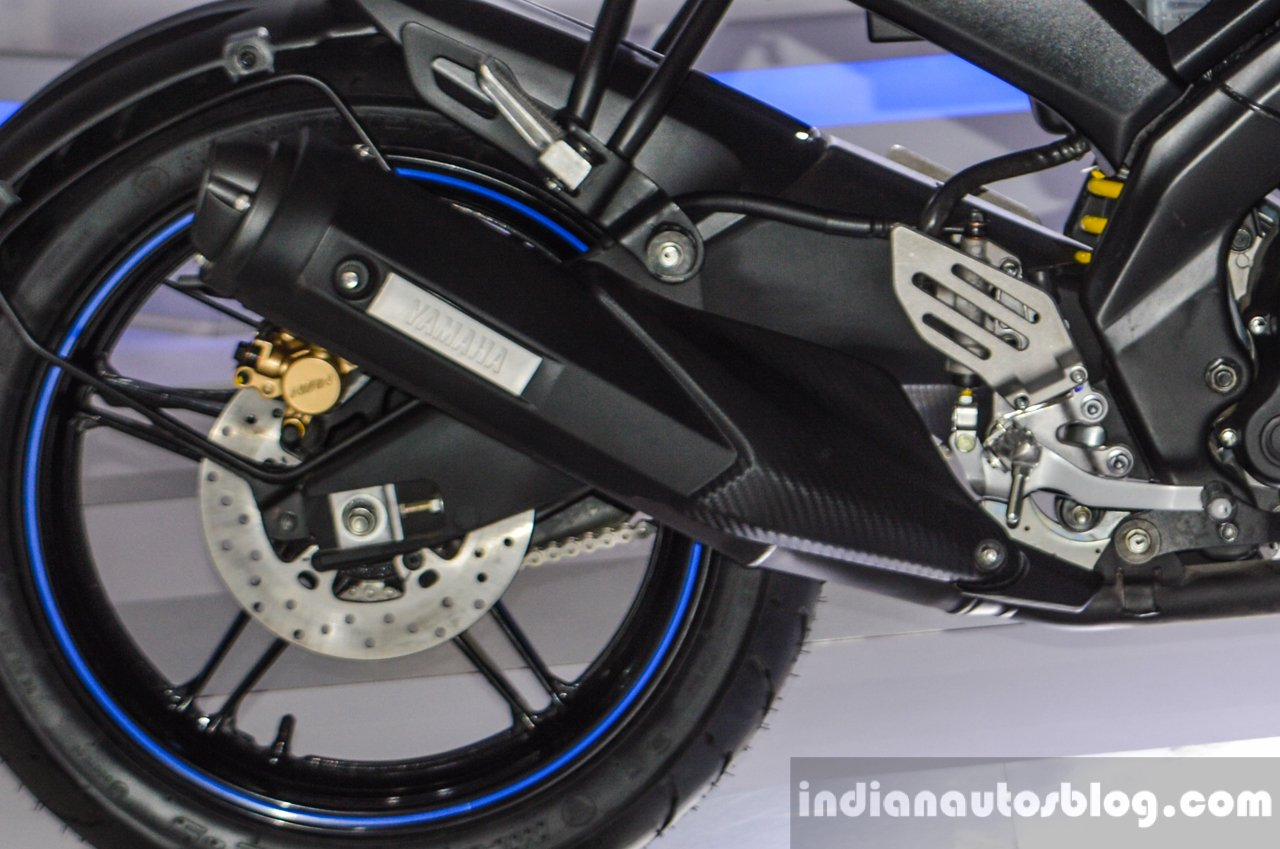 Yamaha R15 V2 Revving Blue exhaust at Auto Expo 2016