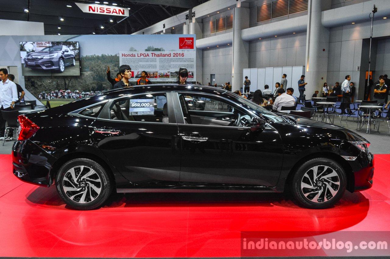 2016 Honda Civic (ASEAN-spec) side at 2016 BIMS