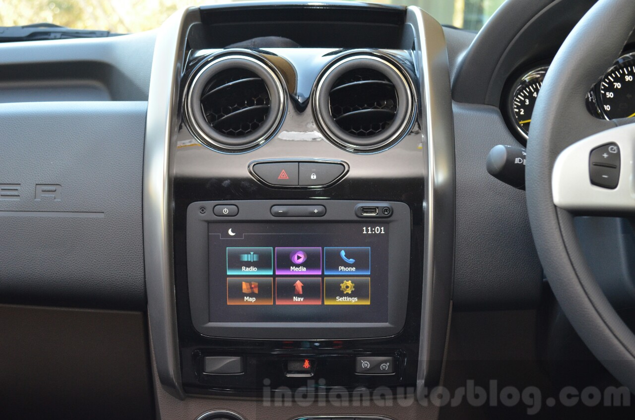 2016 Renault Duster facelift AMT center console Review