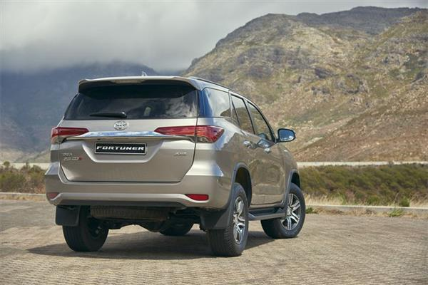 2016 Toyota Fortuner (South Africa-spec) rear three quarters right side