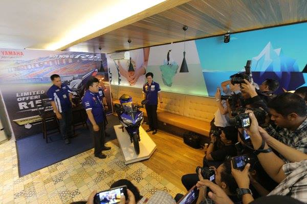 2016 Yamaha R15 Ohlins Limited Edition front launched in Indonesia