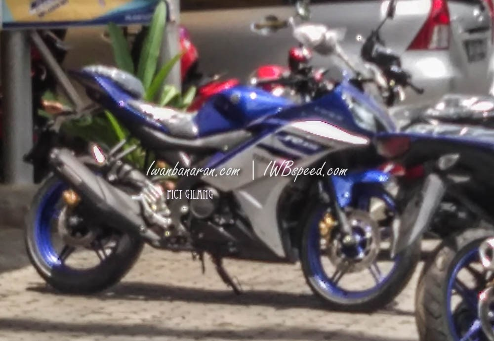 2016 Yamaha R15 Racing Blue side spied in Indonesia