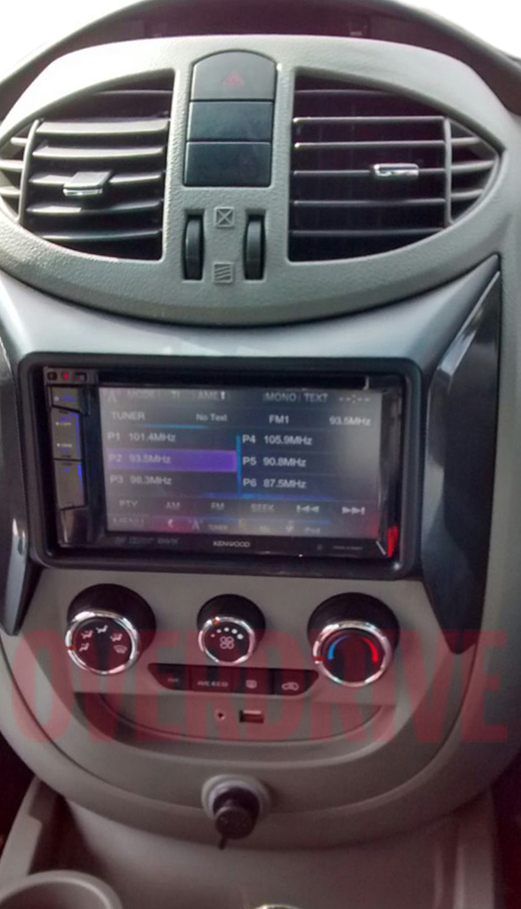 Mahindra Nuvosport (Quanto facelift) touchscreen spied