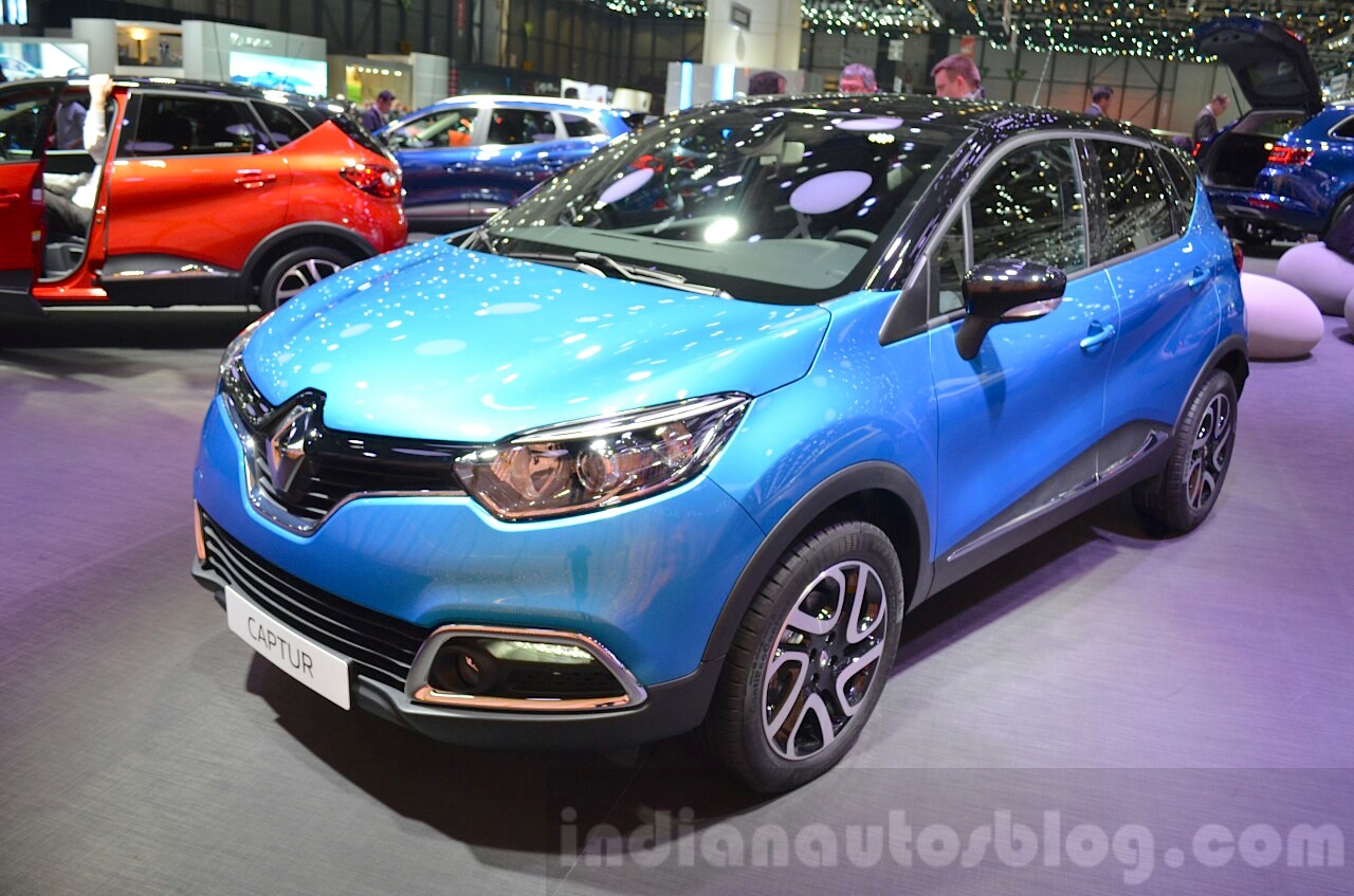 Renault Captur front three quarter at the 2016 Geneva Motor Show