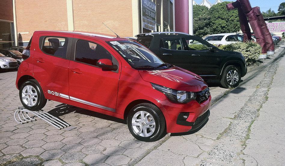 Fiat Mobi front three quarters