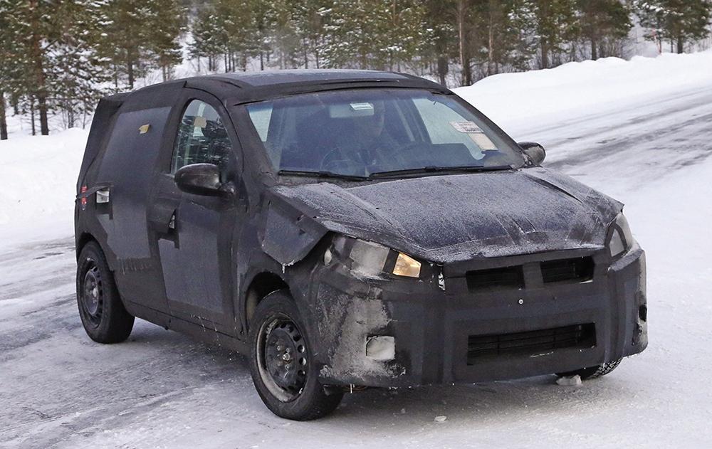 Fiat Punto successor front three quarter spyshot