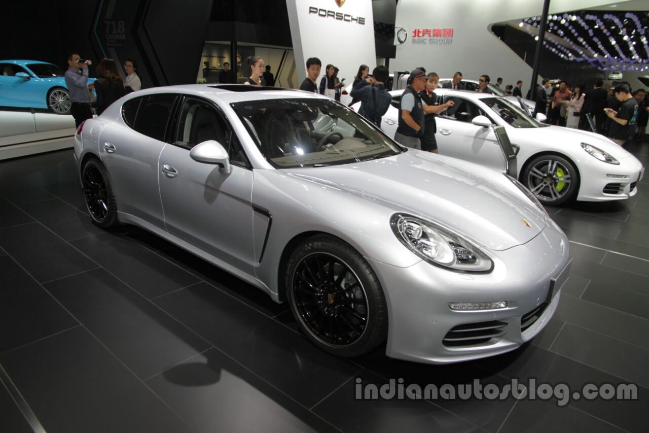 Porsche Panamera Edition front three quarters at Auto China 2016