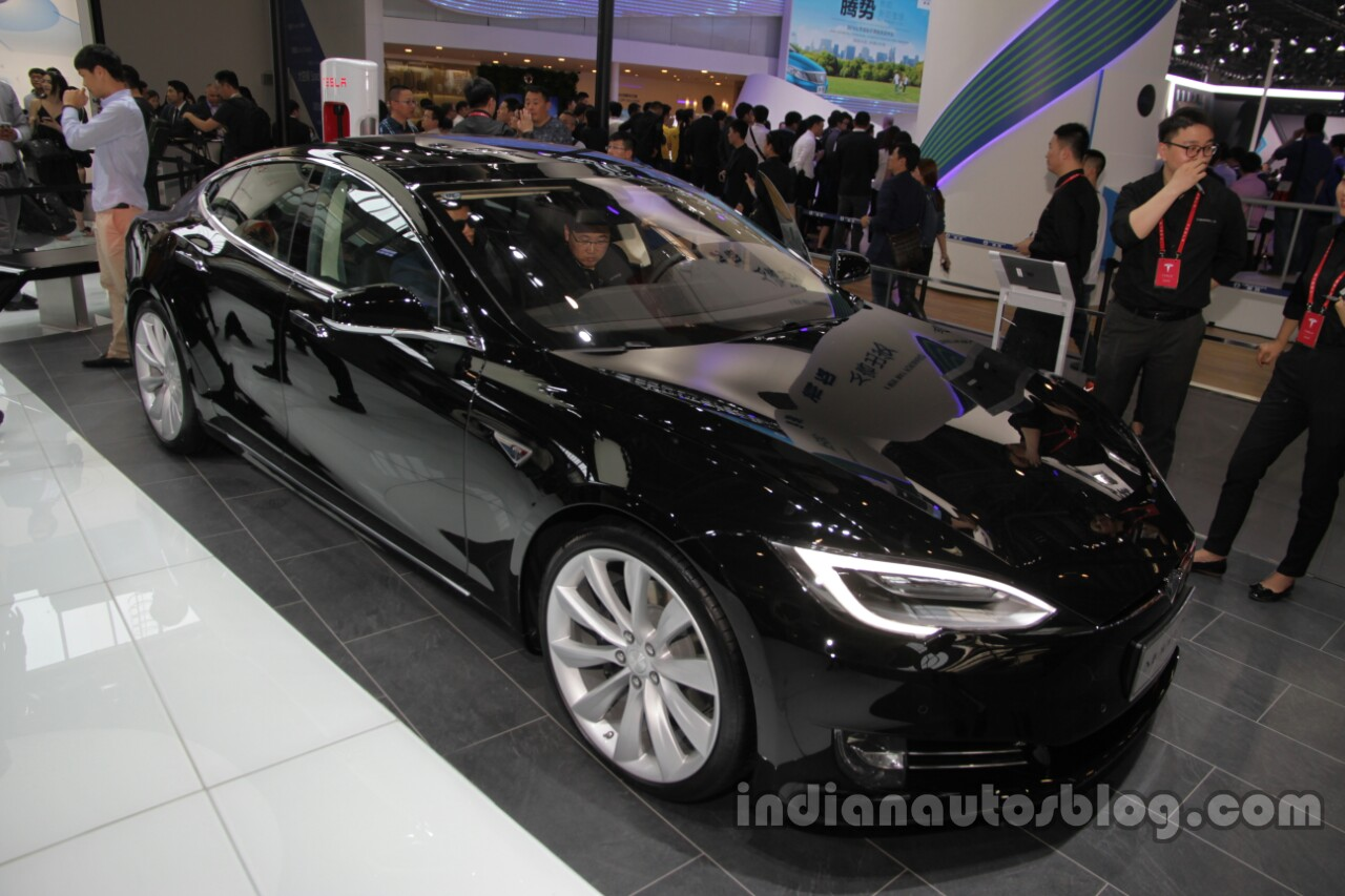 2016 Tesla Model S (facelift) front three quarters right side at Auto China 2016