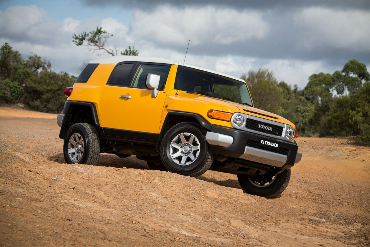 Toyota FJ Cruiser front three quarters