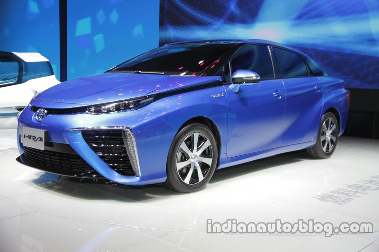 Toyota Mirai front three quarters at Auto China 2016