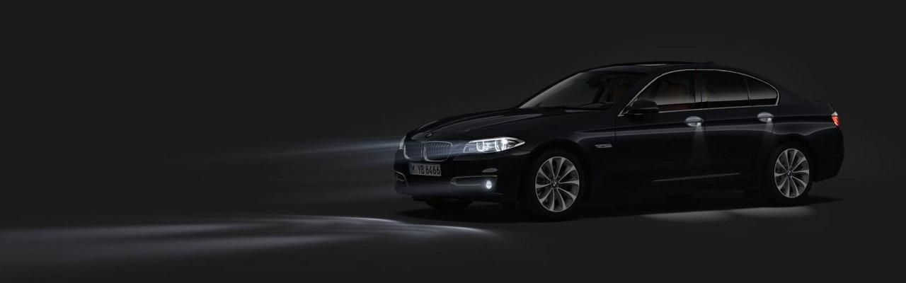 2016 BMW 5 Series (BMW 520i) front three quarters left side