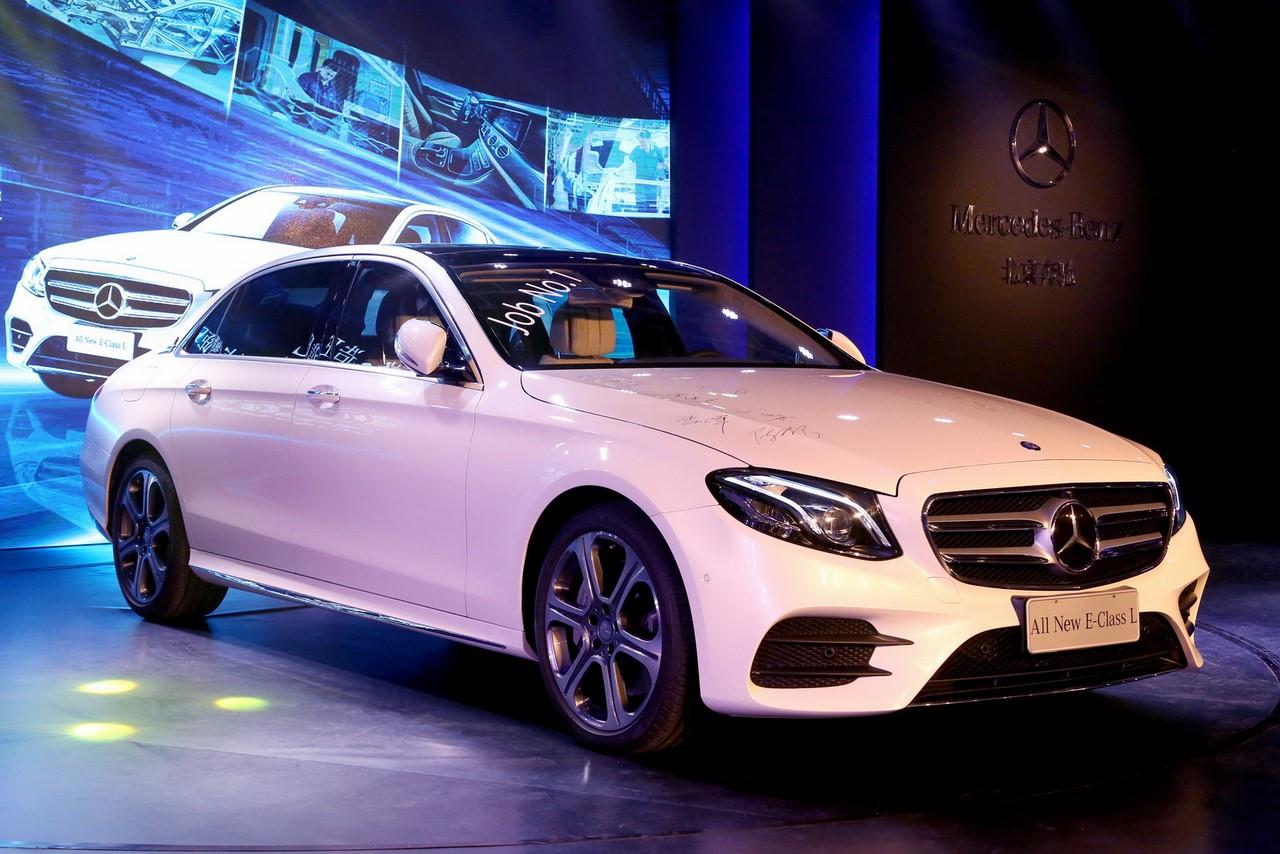2016 Mercedes E-Class long-wheelbase front three quarters