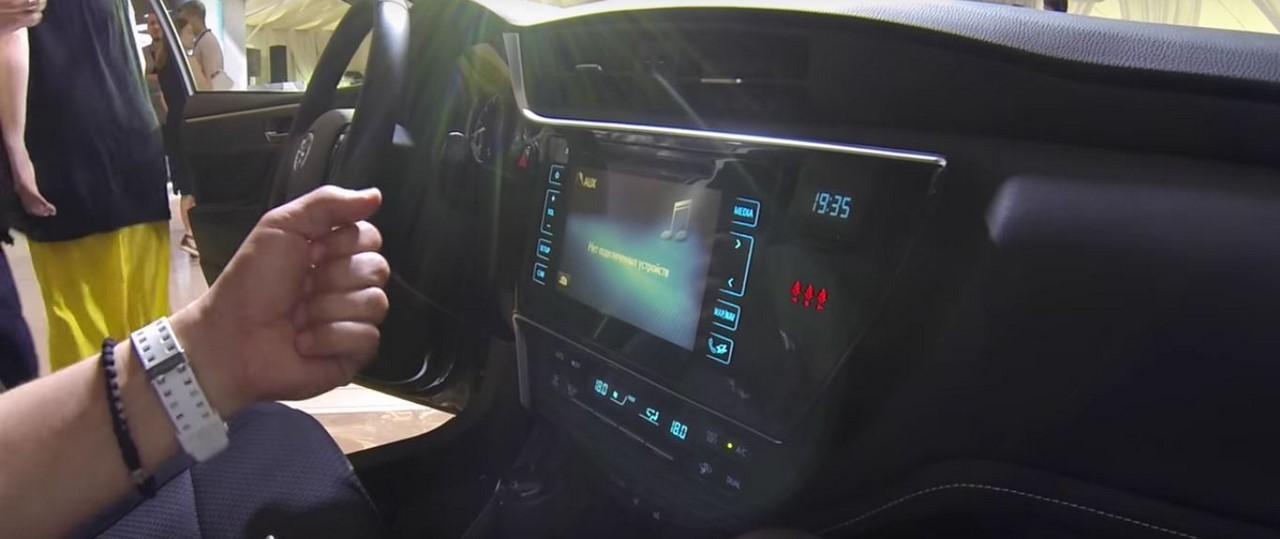 2017 Toyota Corolla Altis (facelift) infotainment system