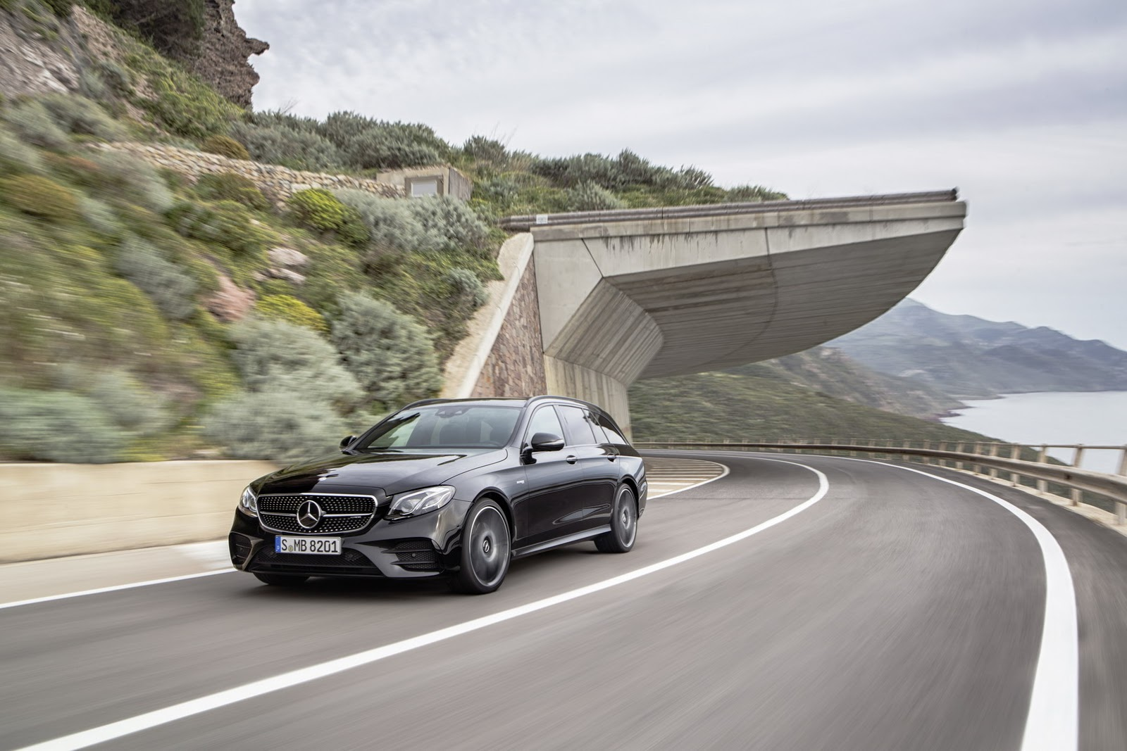 Mercedes-AMG E 43 4MATIC Estate front three quarters in motion
