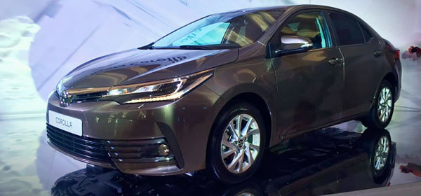 Toyota Corolla front three quarter live images