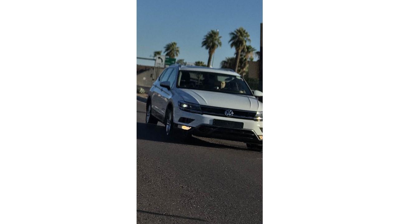 2016 VW Tiguan LWB front three quarters spy shot