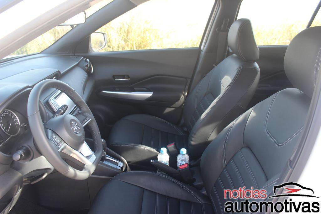 Nissan Kicks interior front seats