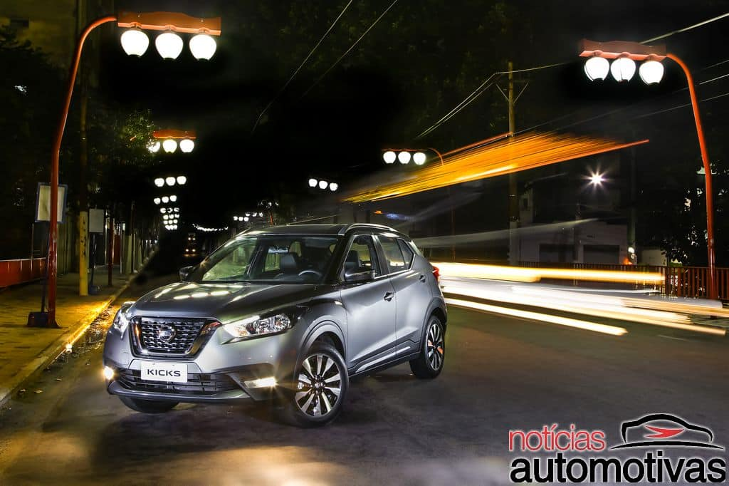 Nissan Kicks official image front three quarters left side night view