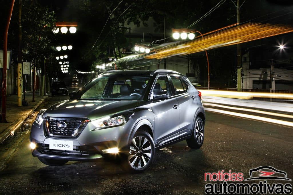 Nissan Kicks official image front three quarters standstill night view