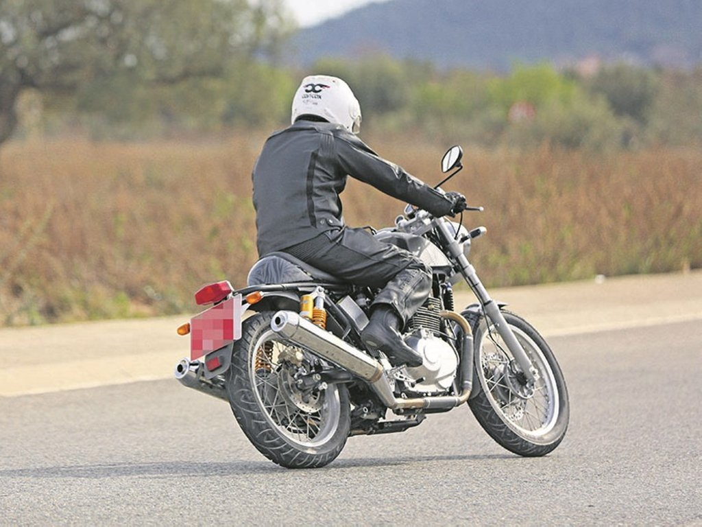 Royal Enfield Continental GT 750 twin exhaust spied