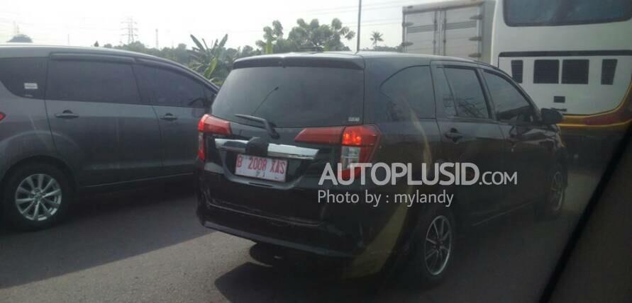 Toyota Calya rear three quarters spy shot