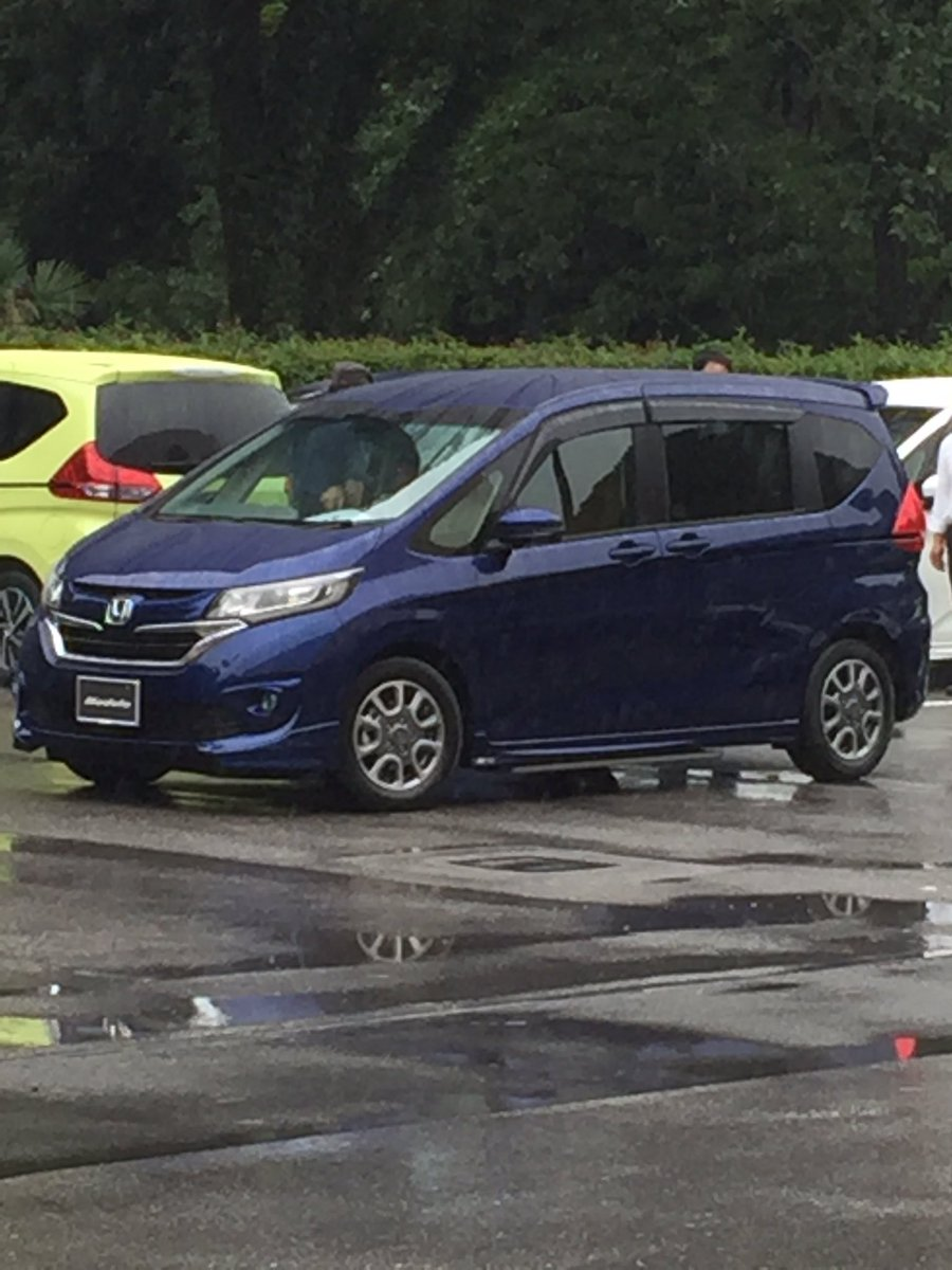 2016 Honda Freed Modulo front three quarters spy shot