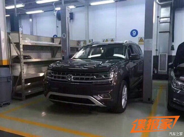 VW Teramont front three quarters spy shot