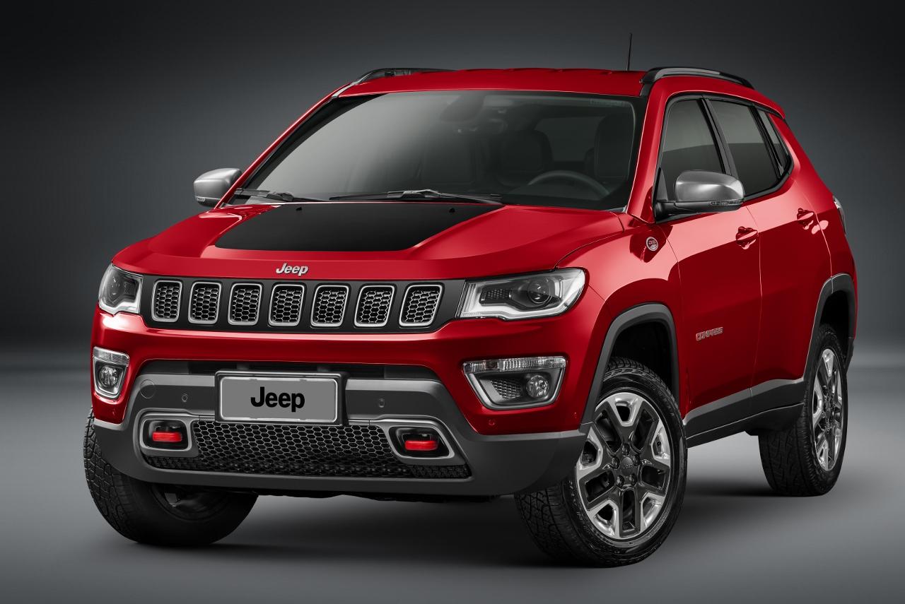 2017 Jeep Compass Trailhawk front quarter unveiled