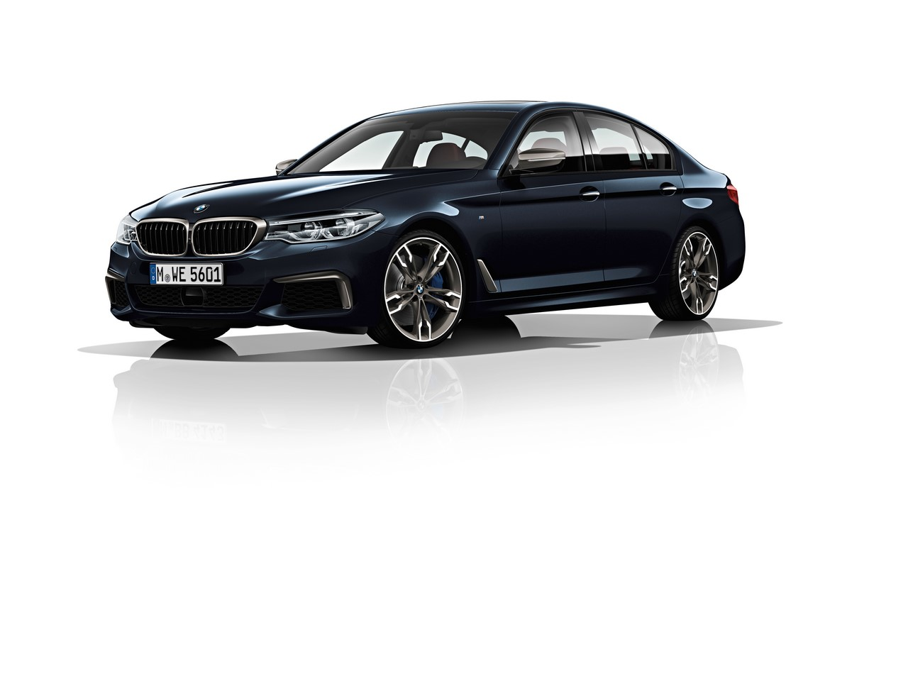 2017 BMW 5 Series M550i xDrive front three quarters