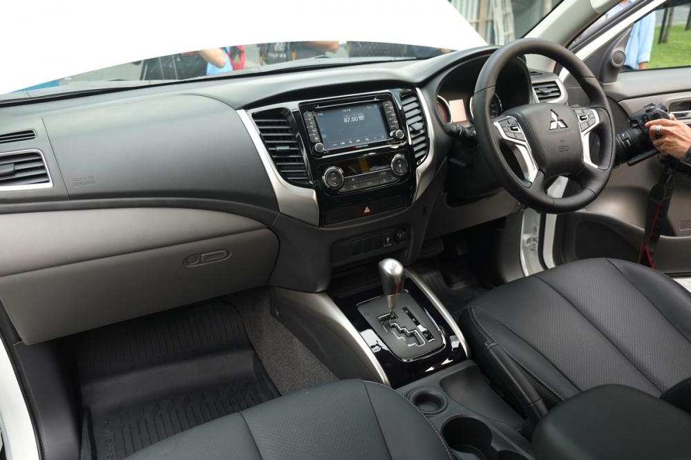 2017 Mitsubishi Triton dashboard unveiled