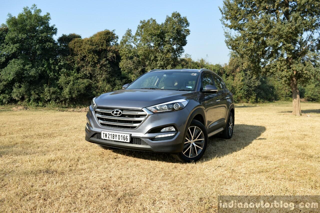 2016 Hyundai Tucson front quarter far Review