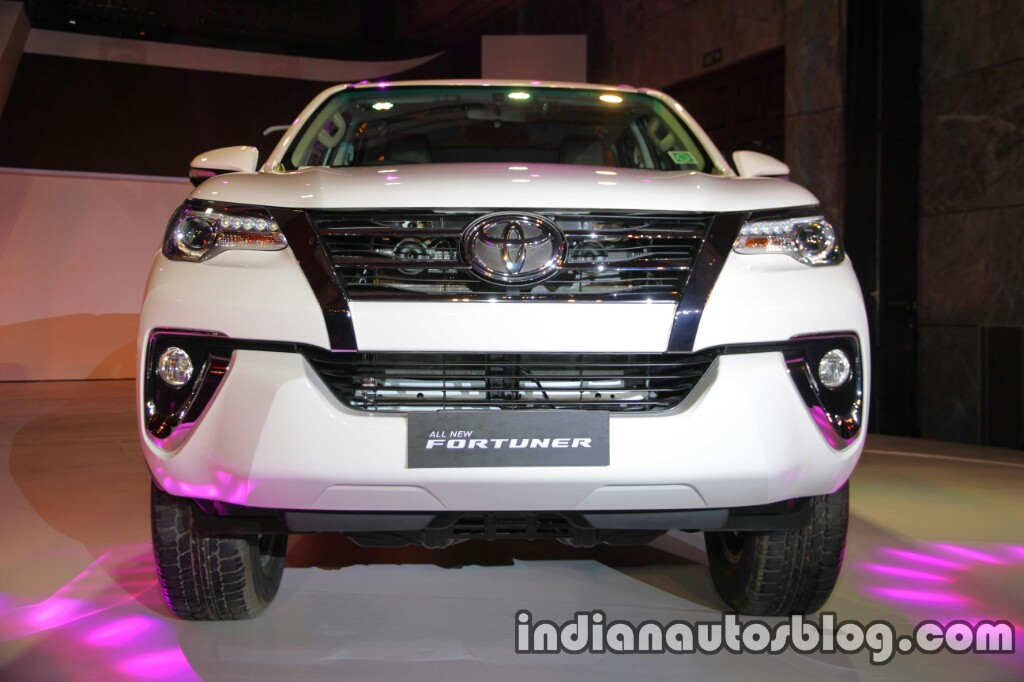 2016 Toyota Fortuner front launch