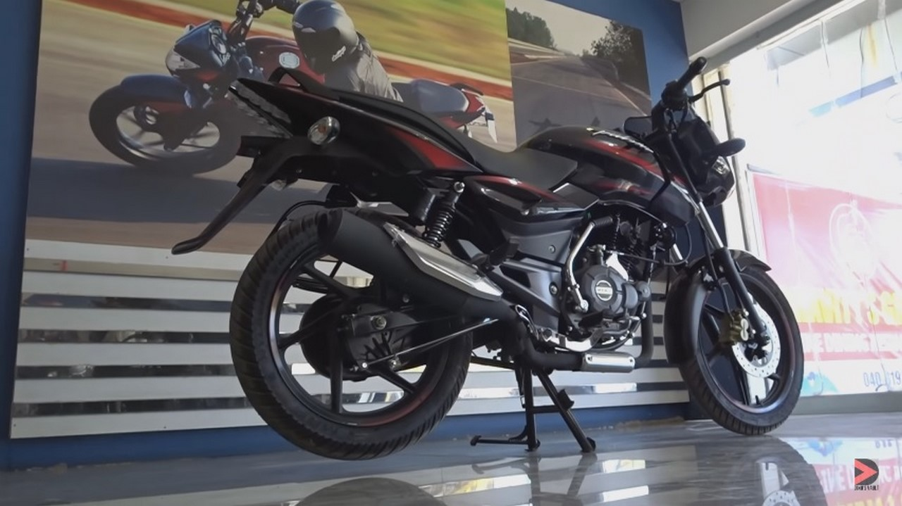 2017 Bajaj Pulsar 150 rear three quarter