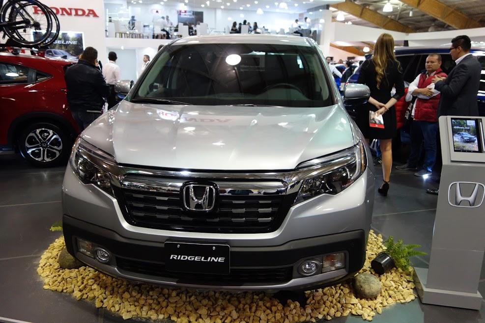 2017 Honda Ridgeline front at 2016 Bogota Auto Show