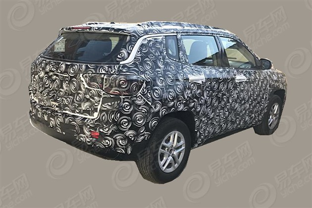 2017 Jeep Compass rear three quarters spy shot