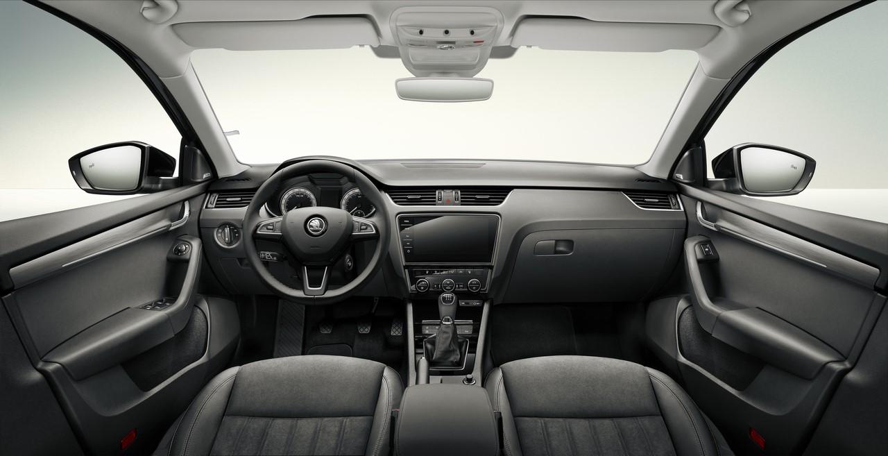2017 Skoda Octavia (facelift) interior dashboard