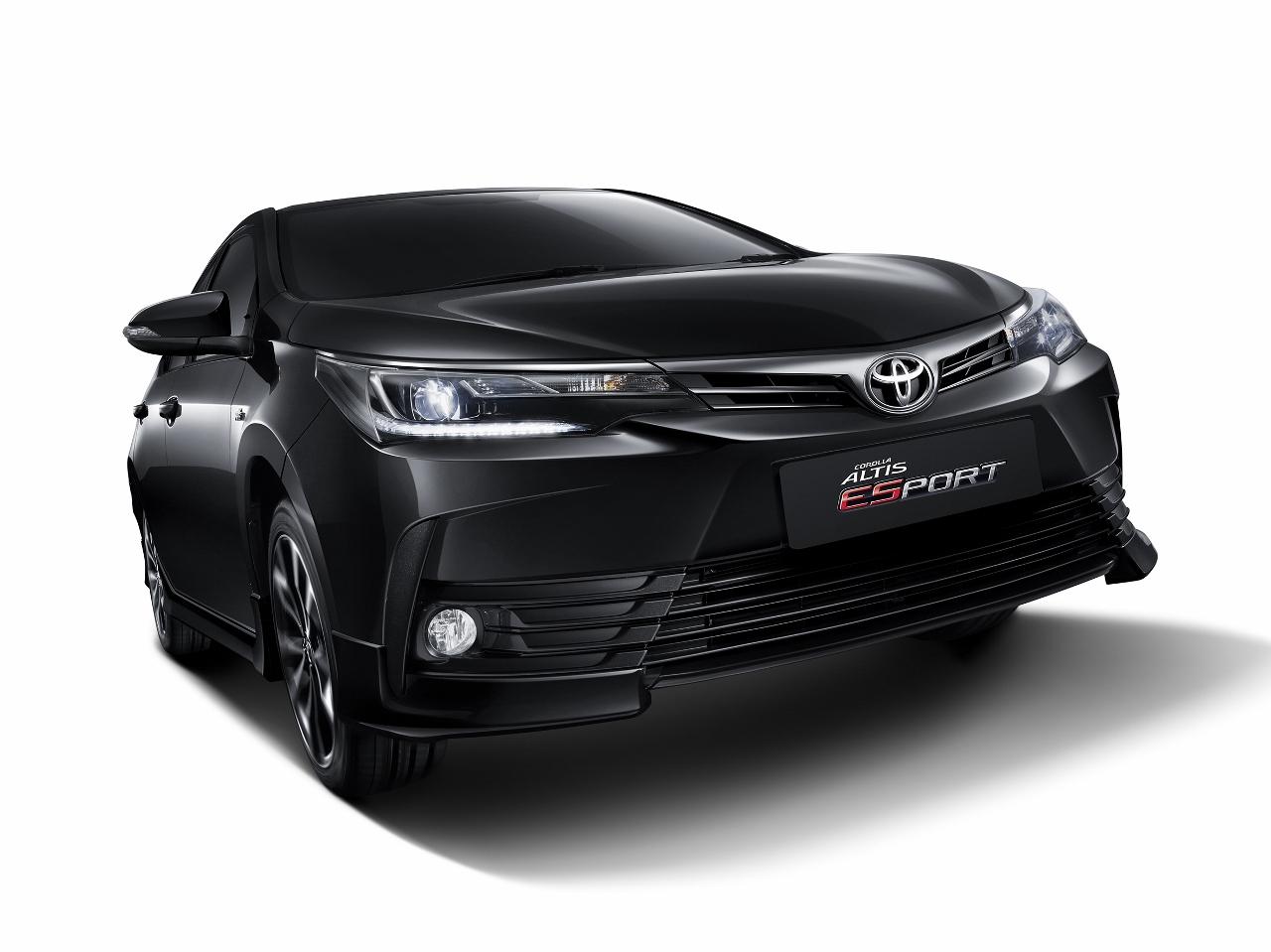 2017 Toyota Corolla Esport front quarter Thailand