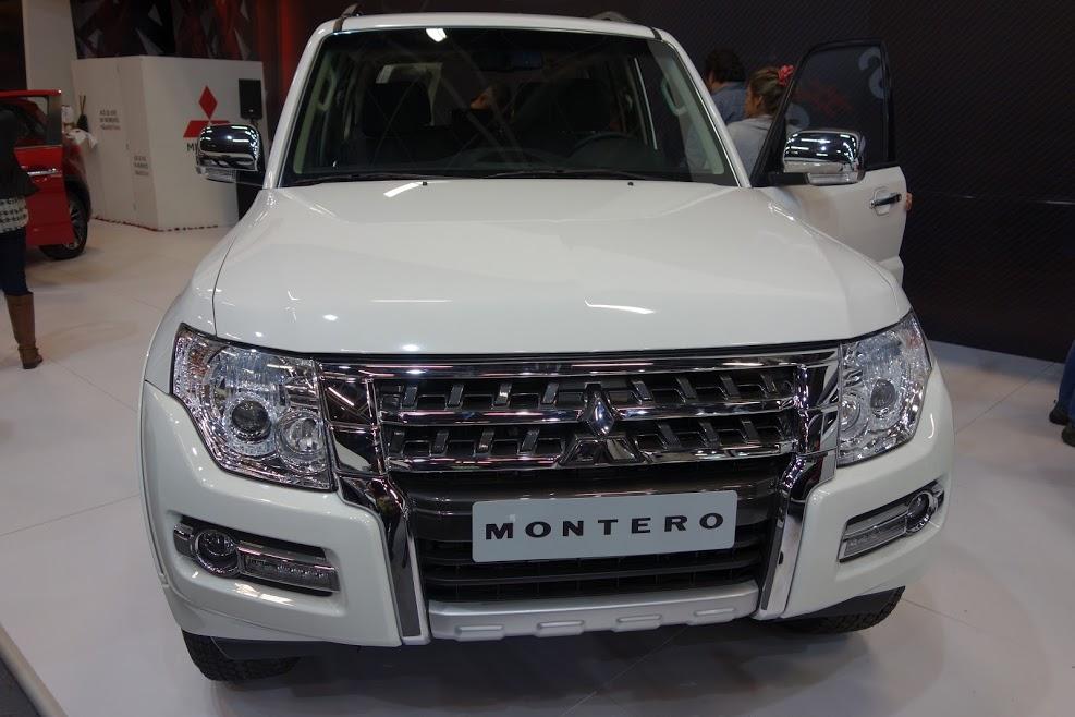 Mitsubishi Montero front at 2016 Bogota Auto Show