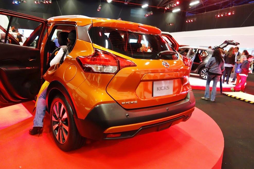 Nissan Kicks rear three quarters at 2016 Bogota Auto Show