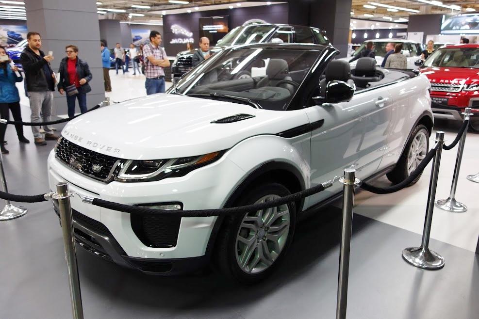 Range Rover Evoque Convertible front three quarters left side at 2016 Bogota Auto Show