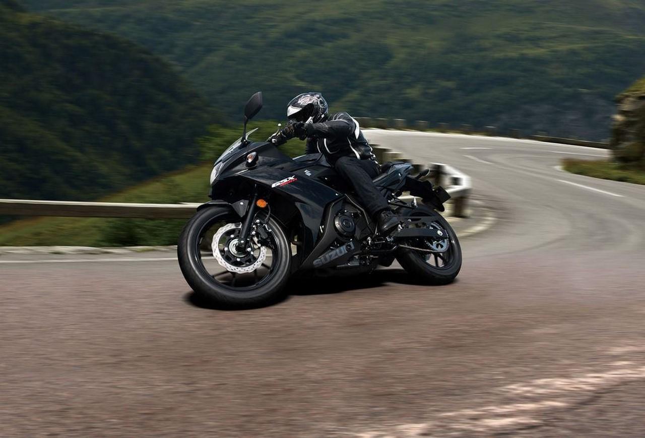 Suzuki GSX250R black front three quarter motion