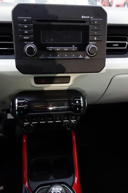 Suzuki Ignis centre console at 2016 Bogota Auto Show