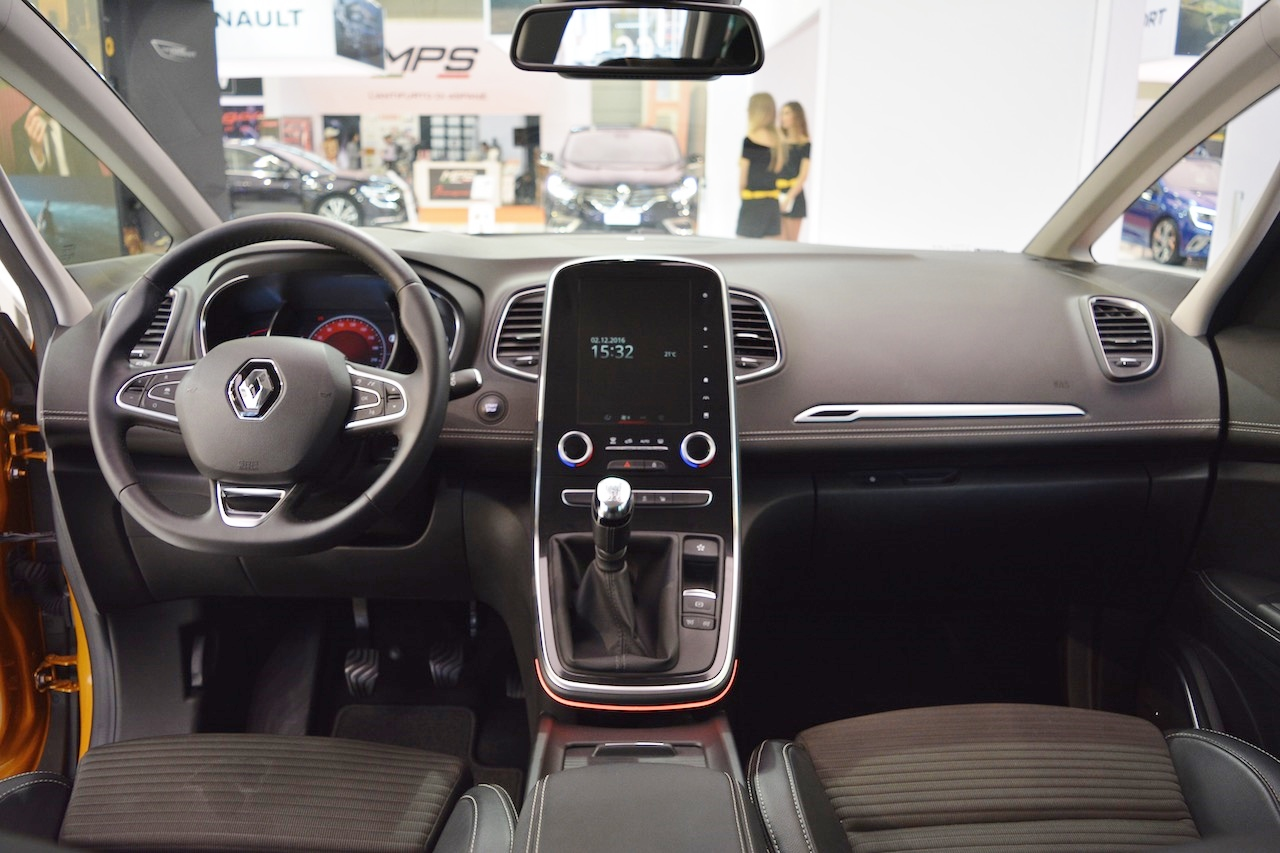 2016 Renault Scenic interior dashboard at 2016 Bologna Motor Show